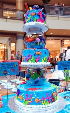 What a masterful idea of a cake. fish bowls to separate the tiers! A wonderfully detailed Under The Sea Party cake! Pretty Cakes, Cute Cakes, Beautiful Cakes, Amazing Cakes, Ocean Cakes, Beach Cakes, Unique Cakes, Creative Cakes, Cake Cookies