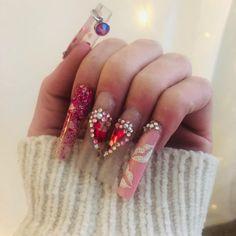 "Josie Hillis VanKomen on Instagram: ""The kissy lips are too cute 💋 @illinailsupply Swarovski's& cement glue @valentinobeautypure clear acrylic 🔥 #nails #nailsofinstagram…"" Best Acrylic Nails, Acrylic Nail Designs, Nail Art Designs, Les Nails, Valentine Nail Art, Cement, Claws, Clear Acrylic, Mario"
