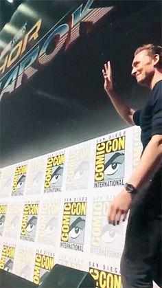 Tom Hiddleston at SDCC 2017. Video: http://maryxglz.tumblr.com/post/163371406852/lolawashere-hybrid-network-the-thorragnarok
