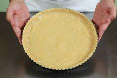 Όλεςοιβασικέςζύμεςσεέναάρθρο! Ζύμη σφολιάτα (κλασική συνταγή)  Υλικά 400 γρ. αλεύρι 7,5 γρ. ψιλό αλάτι 250 ml παγωμένο νερό 1 κ.σ. χυμός λεμονιού 400 γρ. βούτυρο πολύ καλής ποιότητας Παρασκευή Δουλεύετε το βούτυρο με μια σπάτουλα και το πλάθετε σε σχήμα ορθογώνιο (8 x 12 x 1,5 εκ) το αλευρώνετε και το τυλίγετε σε … Greek Recipes, New Recipes, Cake Recipes, Cooking Recipes, Bread Dough Recipe, Cheese Pies, Greek Dishes, Nutella, Food Processor Recipes