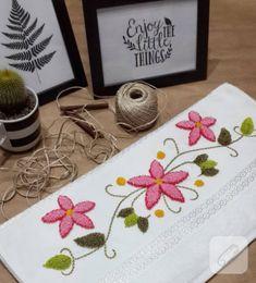 Harika panç nakışı havlu kenarı örnekleri – 10marifet.org Embroidery Patches, Cross Stitch Embroidery, Hand Embroidery, Sticker Chart, Flower Embroidery Designs, Video Pink, Punch Art, Punch Needle, Rug Hooking