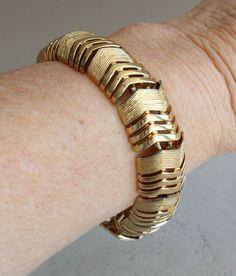 Vintage 80/'s Designer Chevron Gold Tone Bracelet