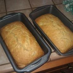 My friends and family thoroughly enjoy this old-fashioned bread. The mellow flavor of pears is a refreshing change of pace from more traditional apples. Pear Dessert Recipes, Pear Recipes, Quick Bread Recipes, Jelly Recipes, Fruit Recipes, Muffin Recipes, Drink Recipes, Pear Bread, Fruit Bread