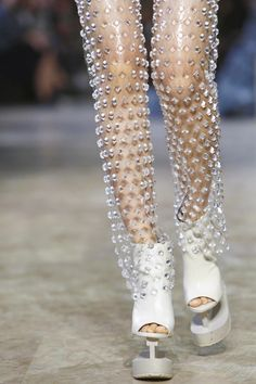 Iris-Van-Herpen-Ready-to-Wear-Spring-Summer-2016-Paris-9584-1444150577-bigthumb.jpg 800×1,200 像素