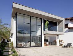 FACHADA POSTERIOR : Casas modernas por Conrado Ceravolo Arquitetos
