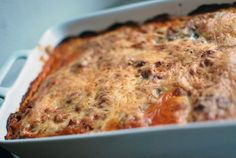 Yummy Vegetarian Lasagna (also a vegan version of it) - http://www.mitmilch.at/pixi/archives/5541