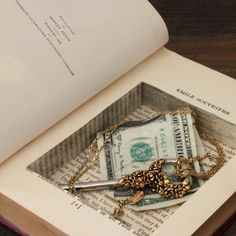 Creative Ways To Upcycle Old Books. You must be attentive when choosing which books to use. Old books are profitable to purchase and sell. If you wish to learn if your old books are in r. Hidden Book, The Secret Book, Diy Design, Book Design, Book Safe, Secret Storage, Secret Compartment, Thing 1, Old Books
