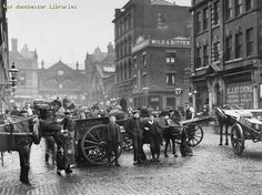 The view towards Smithfield Market in 1907 Uk History, British History, History Facts, East End London, Old London, London Street, London City, Candid Photography, Street Photography
