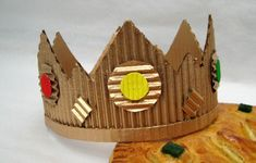 couronne galette des rois en carton Diy For Kids, Crafts For Kids, Diy Crafts, Cardboard Paper, Art Activities For Kids, Sunday School Crafts, Christmas Music, Birthday Decorations, Halloween Diy