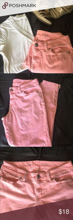 The Limited 678 Denim Beautiful Pinkish Orange Skinny Jeans from The Limited. Fitted denim with zippers at ankle. Color is between hot pink, coral, and salmon. Perfect for summer! Purchased on Poshmark and wore a few times before losing some weight- now they are too large and my loss is your gain! Some discoloration from wash that are not noticeable except in super close inspection (purchased this way- see last picture). The Limited Pants Skinny