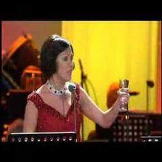 ▶ Villazon, Domingo,Netrebko performing La Traviata Brindisi - YouTube