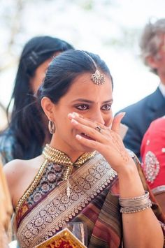 Ikat Print Blouse- like the blouse pattern Saree Blouse Patterns, Sari Blouse, Saree Blouse Designs, Blouse Neck, Indian Blouse, Indian Wear, Beautiful Blouses, Beautiful Saree, Indian Dresses