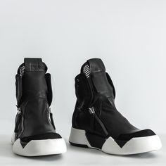 Secrets Of Sneaker Shopping. It's no surprise that a great deal of males and females simply choose to use sneakers. Mens Fashion Shoes, Fashion Boots, Sneakers Fashion, Fashion Vest, Color Fashion, Ladies Fashion, Style Fashion, Sneaker Outfits, Me Too Shoes