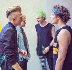Oh thats so nice of 5SOS to talk to the Vamps it could be a great collaboration
