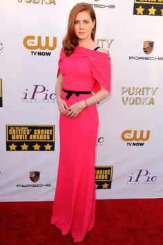 critics choice movie awards red carpet looks celebridades
