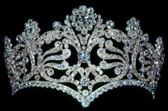 "Coronation tiara of Empress Josephine. ""It was the property of empress Josephine. Nowadays it's owned by Van Cleef & Arpels. Royal Crowns, Royal Tiaras, Crown Royal, Tiaras And Crowns, Pageant Crowns, Head Jewelry, Royal Jewelry, Empress Josephine, Signature"