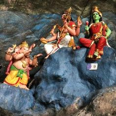 These guys are pretty cool - hindu statues in the batu caves - Kuala Lumpur :) #upsticksandgo #hindu #hindustatues #KL #kualalumpur #malaysia #travelgram #travelphotos #travellingtheworld #religion