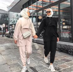 Affordable prices on new tops, dresses, outerwear and more. Modest Fashion Hijab, Modern Hijab Fashion, Street Hijab Fashion, Modesty Fashion, Casual Hijab Outfit, Hijab Fashion Inspiration, Islamic Fashion, Muslim Fashion, Fashion Outfits