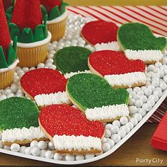 Send good & warm tidings to all with Mitten cookies! Decorate in traditional red & green sprinkles plus pipe on a cute fluffy cuff! A perfect cookie to add to your cookie exchange!
