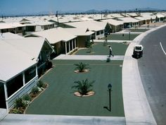 Arizona: green gravel lawns in a retirement community Sun City Arizona, Nature Images, Amazing Nature, Palm Springs, National Geographic, Building A House, Lawn, Cool Pictures, Architecture Design