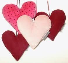 Kaikenlaiset sydänkoristeet - liimattavat, ripustettavat... erityisesti epäsymmetrisen malliset <3