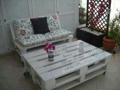 Bộ bàn ghế tự tạo từ pallets