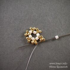 Nice flower with interesting construction. You could stop midway and have an interesting component.  (Translate)  #Seed #Bead #Tutorials