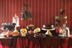 idée déco Halloween en couleurs foncées pour le buffet sucré