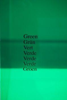 """""""Vitrina verde"""" Ignasi Aballí Exposición """"Sin Principio/ Sin Final"""" Museo Reina Sofía #Madrid #Arte #ArteContempóraneo #ContemporaryArt #Arterecord 2015 https://twitter.com/arterecord"""