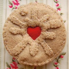 How to make a felt Jammie Dodger biscuit step 8 Felt Diy, Felt Crafts, Fabric Crafts, Felt Cake, Felt Cupcakes, Jammy Dodgers, Felt Play Food, Mollie Makes, Food Patterns