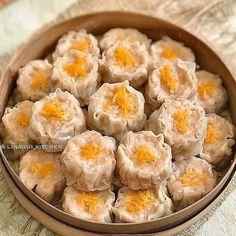 ✌Like dulu sebelum membaca 😘  Repost resep by @nawang_okta • • • SIOMAY AYAM UDANG Recipe by nawang_okta Recook by @linagui.kitchen . . .  Bahan :  550 gr ayam/b2 (saya 400gr Ayam giling) 100 gr udang kupas (saya 200gr Udang giling) 2 sdm minyak wijen (lee kum kee) 1,5 sdm saos tiram (panda,lee kum kee) 100 gr bengkuang, parut pake parutan keju (saya pakai 200gr 😅) 2 sdm gula 1/2 sdt merica  1/2 sdm garam 2 siung bwg putih, haluskan 1/2 sdt kaldu bubuk, optional (saya pakai kaldu jamur)…