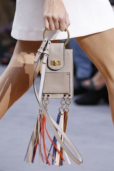 Designerhandtasche mit Fransen