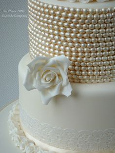 Vintage Lace and Pearl Weddng Cake