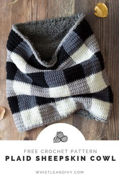 This crochet plaid cowl is SO cozy lined with lush and soft sherpa sheepskin fabric. This cowl is so warm and perfect for the coldest of winter days! The construction is simple and easy. This crochet cowl would make an awesome gift as well. #crochetpattern #easycrochet #crochetgiftideas #moderncrochet #crochtplaid #crochetforwinter #warmcrochetpatterns #crochetformen #crochetideasformen #crochetcolwpattern #crochetscarfpattern #fallcrochetpatterns #buffaloplaid #handmadegifts