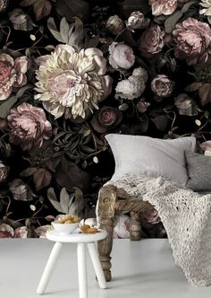 Wallpaper pattern with floral motifs - beautiful wall design ideas - Decoration Solutions Floral Pattern Wallpaper, Vintage Flowers Wallpaper, Wallpaper Decor, Wallpaper Designs, Wallpaper Ideas, Mural Floral, Floral Wall, Floral Motif, Inspiration Wall