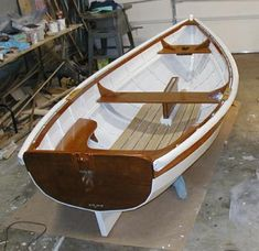 Anyone a wooden row boat expert? Wooden Row Boat, Wooden Boat Building, Boat Blinds, Jon Boat, Boat Dock, Sailing Dinghy, Model Boat Plans, Classic Wooden Boats, Plywood Boat Plans