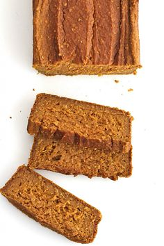 I did 2 bananas; 1 c pumpkin. Healthy Flourless Pumpkin Bread - just 6 ingredients is all it takes to make this healthy, hearty loaf that's naturally sweetened with maple syrup. Healthy Pumpkin Bread, Healthy Bread Recipes, Healthy Sweets, Healthy Baking, Gourmet Recipes, Low Carb Recipes, Snack Recipes, Dessert Recipes, Free Recipes