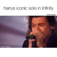 His voice is just so touching and true Harry Styles Memes, Harry Styles Cute, Harry Styles Imagines, Harry Styles Pictures, Harry Edward Styles, One Direction Songs, One Direction Harry Styles, One Direction Pictures, I Like Him