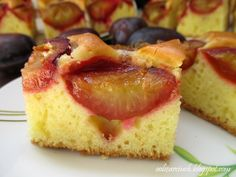 Weight Watchers Plum Blueberry Upside Down Cake Recipe - 10 Smart Points Blueberry Upside Down Cake, Pineapple Upside Down Cake, Raw Vegan Cake, Dessert Cake Recipes, High Calorie Meals, Food Cakes, Sweet Bread, Popular Recipes, Let Them Eat Cake