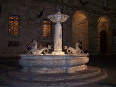 http://ascoli-ontheroad.blogspot.it/2012/02/piazza-arringo.html