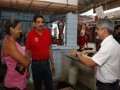 Humberto promete municipalizar mercado do Engenho do Meio - A promessa foi feita durante uma visita ao local neste domingo (19)