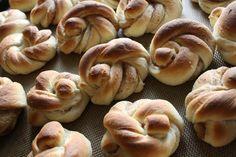 12 tips for å lykkes med gjærdeig - krem. Doughnut, Sweets, Baking, Tips, Desserts, Cakes, Pastry Chef, Sweet Pastries, Bread Making