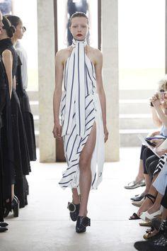 Inverno 2016 de Giuliana Romanno tem alfaiataria em clima tropical - Vogue | Desfiles
