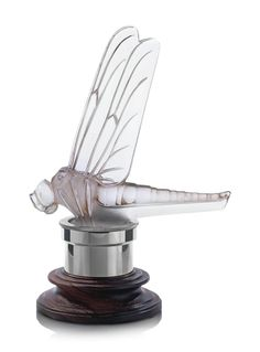 Libellule Car Mascot, No. 1145 clear, frosted, and sepia stained glass by René Jules Lalique, France Car Bonnet, Car Hood Ornaments, Radiator Cap, Art Deco Movement, Art Deco Lamps, Art Deco Furniture, Glass Animals, Glass Design, Exotic Cars