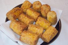 Chicken-fried Corn on the Cob.I make this all the time, and have used small frozen corn on the cob more than fresh for convenience. Fried Corn On The Cob Recipe, Fried Corn Recipes, Chicken Recipes, Cajun Corn Recipe, Mother Recipe, Carnival Food, Corn On Cob, Yummy Food, Tasty