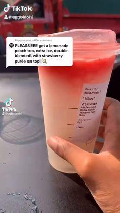 Bebidas Do Starbucks, Healthy Starbucks Drinks, Starbucks Secret Menu Drinks, Non Coffee Starbucks Drinks, How To Order Starbucks, Starbucks Refreshers, Blended Drinks, Coffee Drink Recipes, Smoothie Drinks