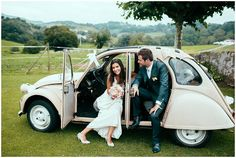 Vintage 2cv wedding car | Photography Maison Pestea