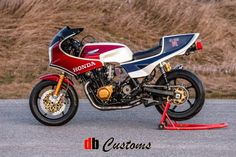 "#birmingham DB Customs Latest: Honda CB1100RD  The latest from our friend Darren Begg in the Great White North is this CB1100RD replica, based upon a 1983 CB1100F. From his DB Customs Facebook page, we glean: ""It features Öhlins USA suspension, Brembobrakes (front rotors, calipers, front RSC ... http://blog.motorcycle.com/2016/12/05/motorcycle-news/db-customs-latest-honda-cb1100rd/"