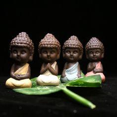 Pequeno buda tathagata estátua estatueta monge índia yoga mandala chá pet roxo enfeites de cerâmica artesanato de cerâmica decorativa
