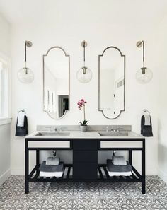 Home And Furniture: Traditional Art Deco Bathroom Vanity At 3 Dlingoo Art Deco Bathroom Vanity - Sacstatesnow Art Deco Bathroom, Bathroom Sets, Bathroom Interior, Bathroom Ladder, Master Bathrooms, Art Deco Home, Home And Deco, Bathroom Inspiration, Home Decor Inspiration